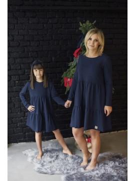 Tuss moteriška suknelė varpelio formos. Spalva tamsiai mėlyna