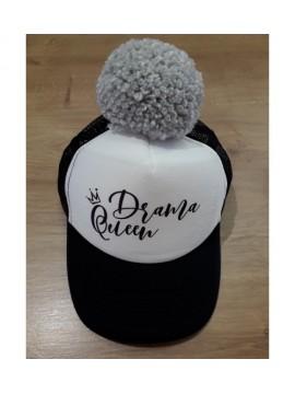 "Nelaland kepurytė ""Drama Queen '' su pilku bumbulu. Spalva juoda / balta"