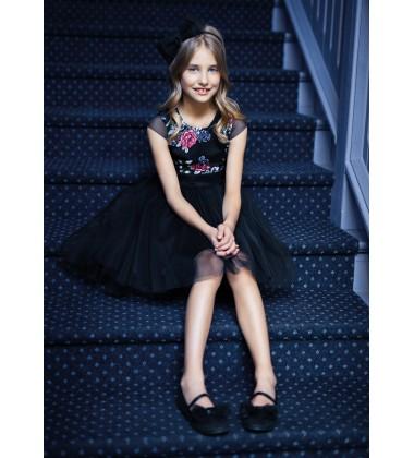 Sly vaikiška suknelė. Spalva juoda su įvairiaspalvėmis gėlytėmis