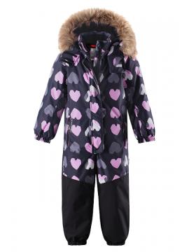 Reimatec žiemos kombinezonas Oulu. Spalva tamsiai violetinė su šviesiai violėtinėmis širdelėmis