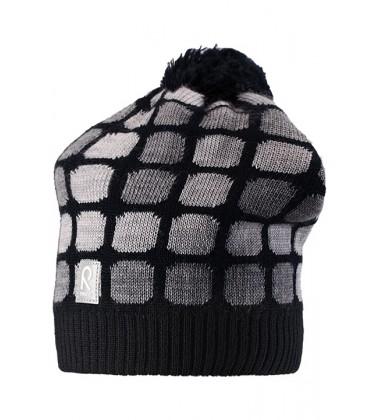 Reima žiemos kepurytė Kivikko. Spalva juoda su kvadratėliais