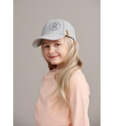 Reima kepurė su snapeliu LYKKE. Spalva šviesiai pilka