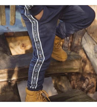 Koko - Noko vaikiškos laisvalaikio kelnės. Spalva tamsiai mėlyna su KOKO-NOKO logotipu