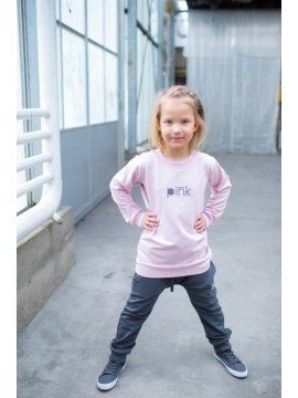 Tuss vaikiškas džemperis. Spalva švelniai rožinė