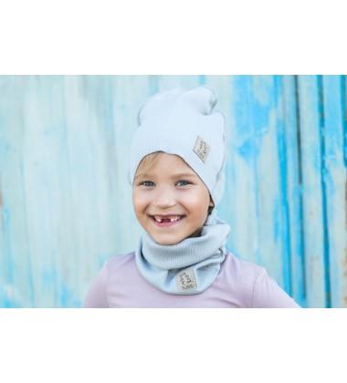 Tuss vaikiškas komplektukas (kepuraitė + šalikėlis) . Spalva šviesiai pilka