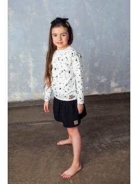 Tuss vaikiškas sijonas. Spalva tamsiai juoda