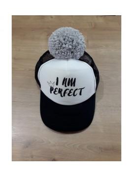 "Nelaland kepurytė "" I AM PERFECT '' su pilku bumbulu. Spalva juoda / balta"