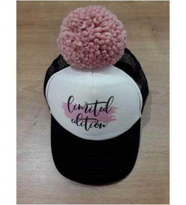 "Nelaland kepurytė "" Limited edition '' su rožiniu bumbulu. Spalva juoda / balta"
