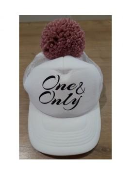 "Nelaland kepurytė ""One & Only '' su rožiniu bumbulu. Spalva balta"