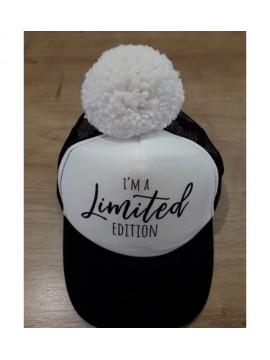"Nelaland kepurytė "" I'm Limited EDITION"" su baltu bumbulu. Spalva juoda / balta"