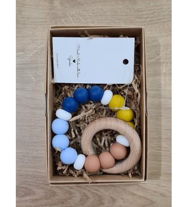 Šponkė Kramtukas su medinuku. Penkių spalvų (mėlyna,ruda,geltona,balta,šv.mėlyna)