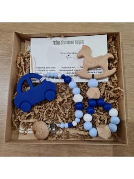 Šponkės rinkinys Džentelmenui. Čiulptuko laikiklis su kramtuku (mašinytė) + kramtukas -žaisliukas arkliukas