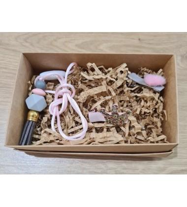 Šponkės aksesuarų rinkinys (pakabukas ir du segtukai). Spalva rožinė