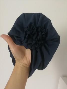 Šponkės turbanas su gėle. Spalva tamsiai mėlyna