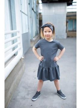 Tuss suknelė mergaitei trumpomis rankovėmis. Spalva tamsiai pilka