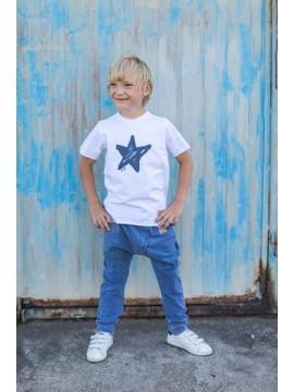 Tuss marškinėliai su žvaižde trumpomis rankovėmis. Spalva balta