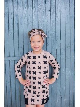 Tuss mergaitiška juostelė ant galvos . Spalva šviesiai ruda su juodais kryžiukais