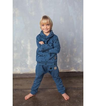Tuss vaikiškas džemperis.  Spalva mėlyna su printu