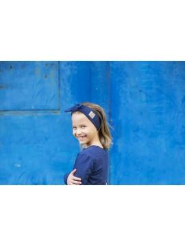 Tuss mergaitiška juostelė ant galvos . Spalva tamsiai mėlyna